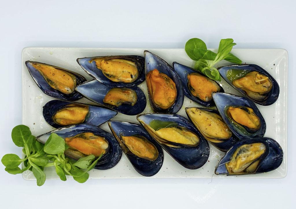 Los mejillones a la brasa son una riquísima, sencilla y sanísima manera de consumir este molusco gallego. ¿Quieres probar a hacerolo en casa?